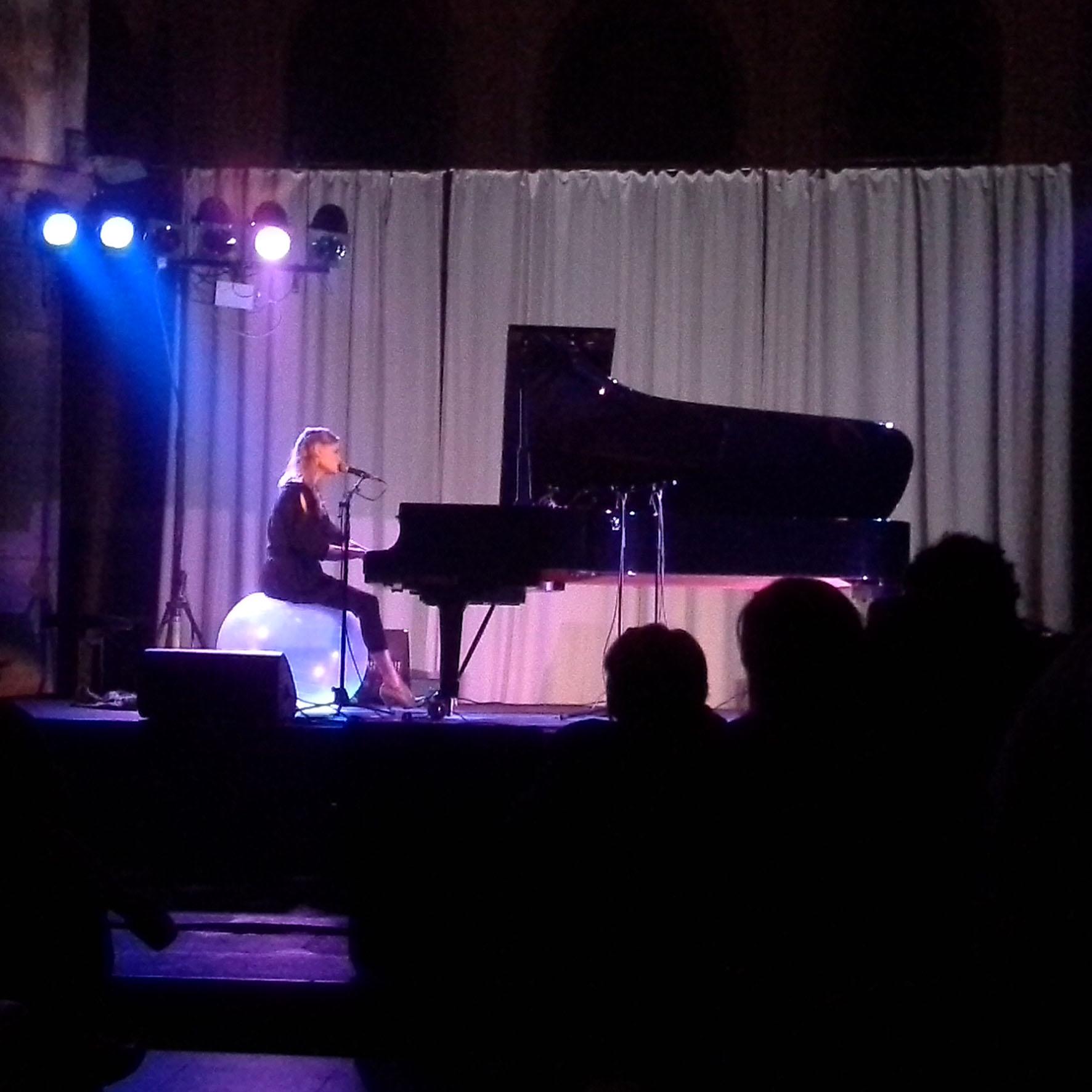 Une voix un piano